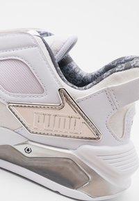 Puma - LQDCELL METHOD - Zapatillas de entrenamiento - white/silver/black - 5