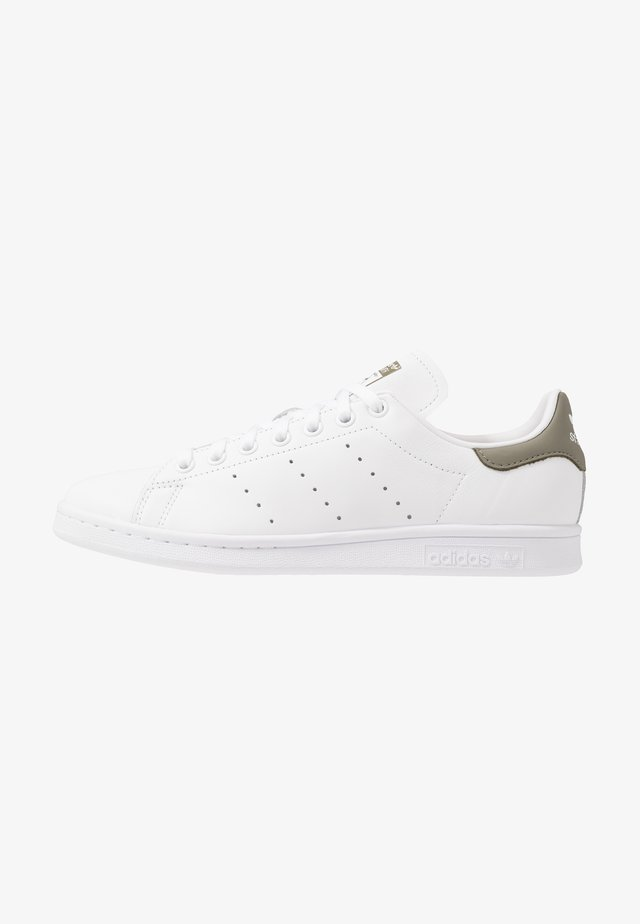 STAN SMITH - Trainers - footwear white/legend green