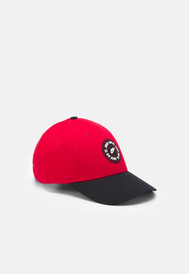 TECH UNISEX - Kšiltovka - university red/black