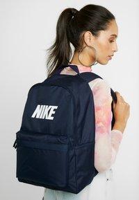 Nike Sportswear - HERITAGE  - Rucksack - obsidian/white - 5