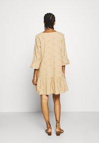 Minimum - MATENA DRESS - Vestido informal - nude - 2