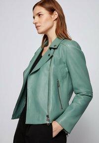 BOSS - Veste en cuir - light green - 4
