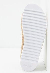 Gabor - Sandály s odděleným palcem - weiß - 6
