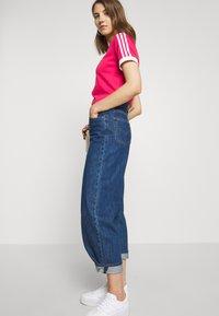 adidas Originals - Print T-shirt - power pink/white - 3
