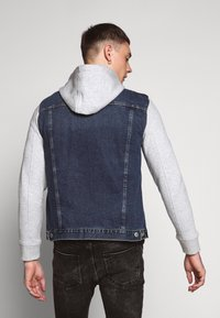 New Look - SLEEVE - Denim jacket - light blue - 2