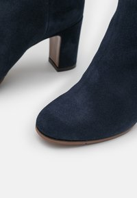 L'Autre Chose - BOOT NO ZIP - Over-the-knee boots - abyss - 5