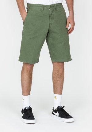 JOHNSON SHORT MIDVALE - Shorts - dollar green