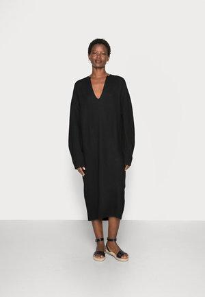 EXPAND DRESS - Stickad klänning - black