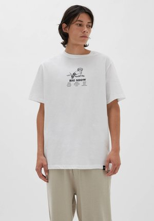 BIG SHOW - Print T-shirt - white
