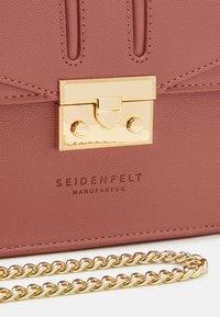 Seidenfelt - ROROS - Across body bag - blush - 3