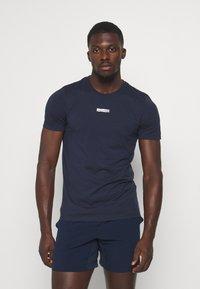 Jack & Jones Performance - JCOZSS TEE - Basic T-shirt - navy blazer - 0