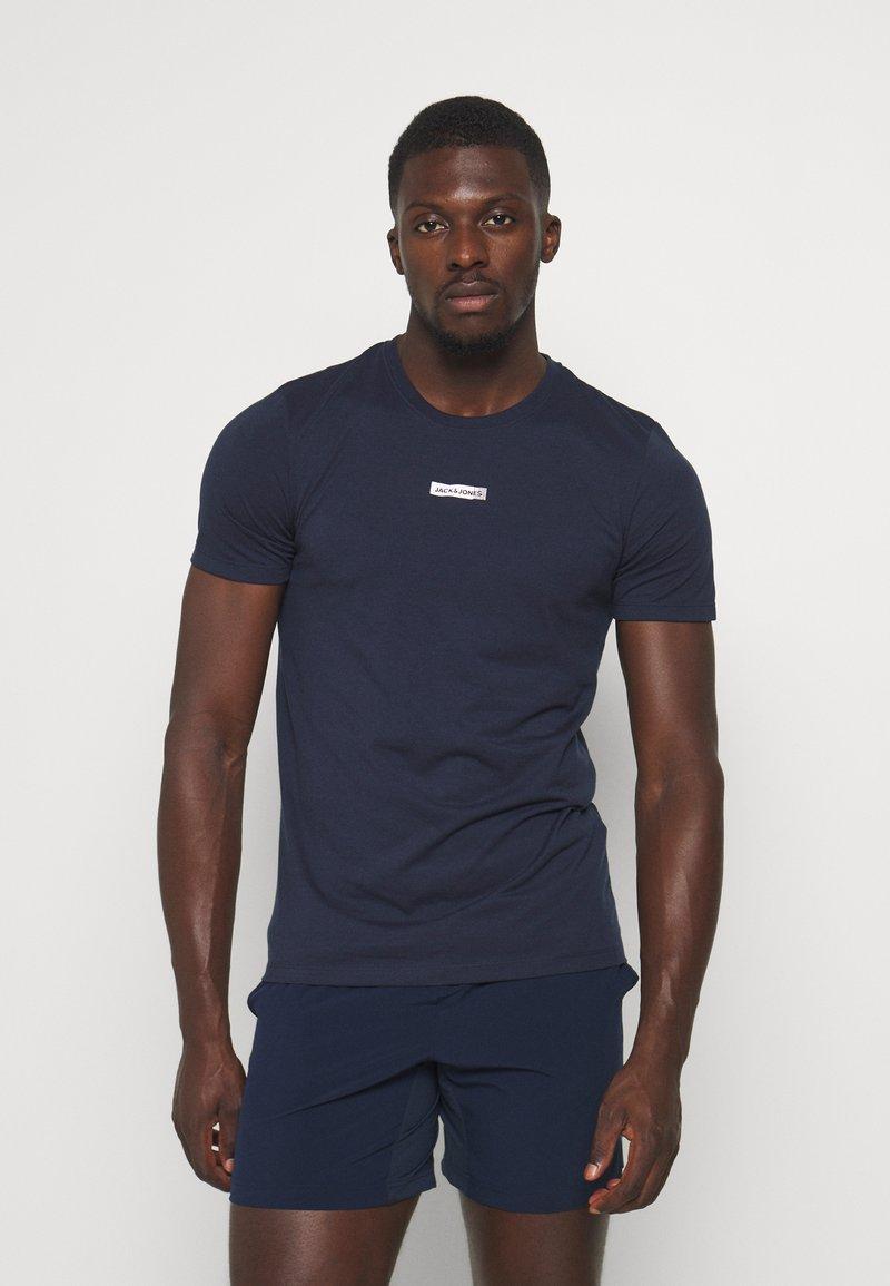 Jack & Jones Performance - JCOZSS TEE - Basic T-shirt - navy blazer