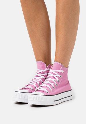 CHUCK TAYLOR ALL STAR SEASONAL COLOR PLATFORM - Zapatillas altas - magic flamingo/black/white