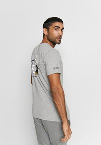 New Era - NFL SNOOPY TEE OAKLAND RAIDERS - T-shirts print - gray - 2