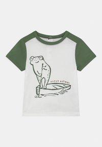Petit Bateau - Print T-shirt - marshmallow/vallee - 0