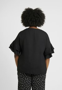 CAPSULE by Simply Be - FLUTED SLEEVE BOXY  - Blouse - black - 2