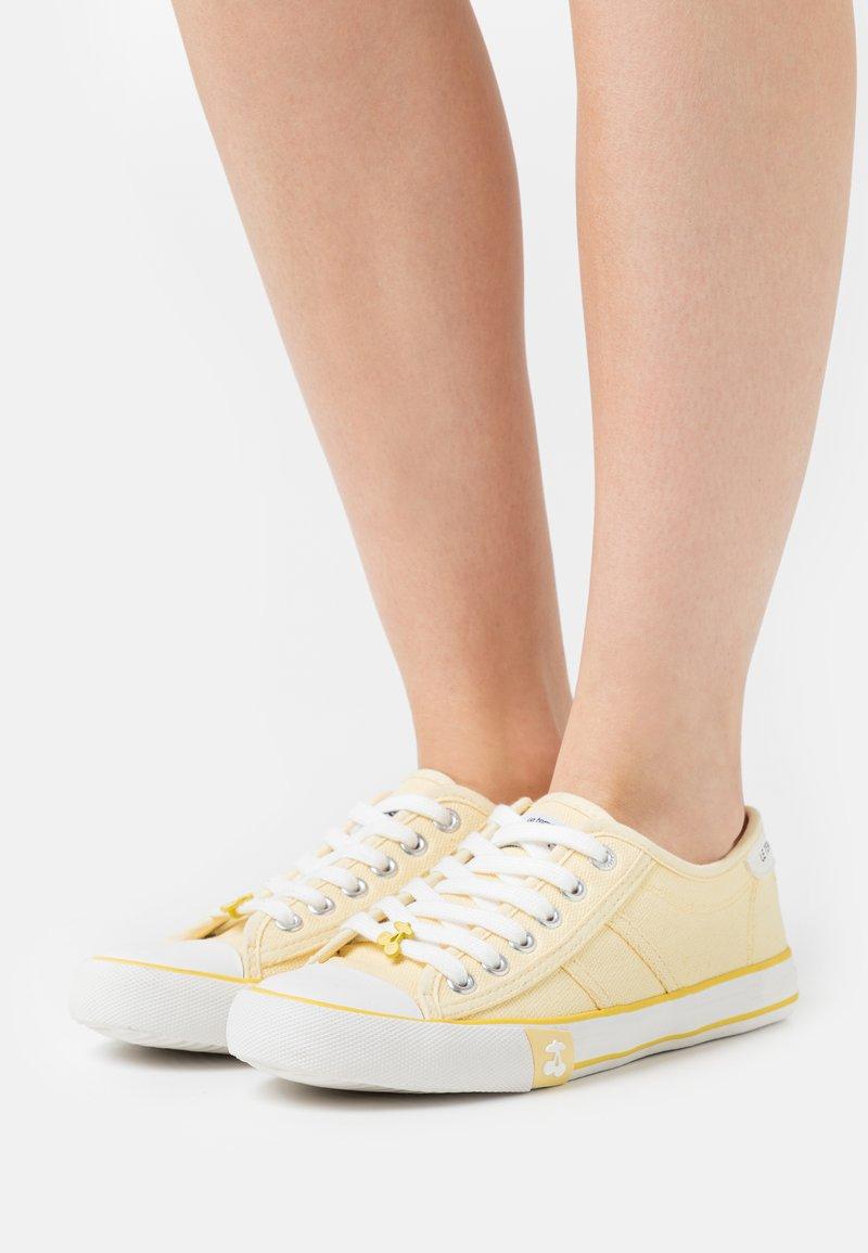 Le Temps Des Cerises - EASY - Sneakersy niskie - limonade