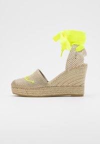Vidorreta - High heeled sandals - lino piedra/mensaje amaril - 1