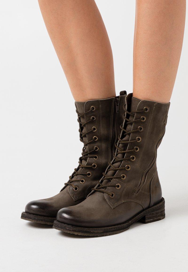 Felmini - COOPER - Šněrovací vysoké boty - morat militar