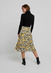 Gestuz - IRINA SKIRT - Maxi sukně - yellow - 2