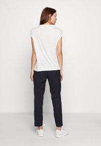 Selected Femme - SLFRIA CROPPED PANT - Trousers - dark sapphire - 2