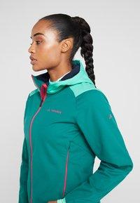 Vaude - WOMENS QIMSA JACKET - Soft shell jacket - petroleum - 3