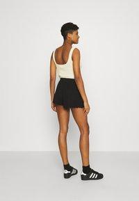 Even&Odd - Lettuce Hem Shorts - Shorts - black - 2