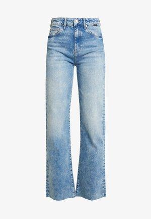 VICTORIA - Straight leg jeans - light-blue denim