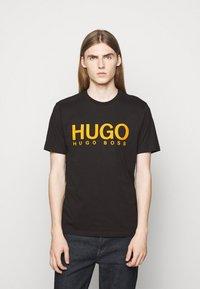 HUGO - DOLIVE - Printtipaita - black - 0