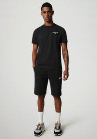 Napapijri - S-ICE SS - T-shirt med print - black - 1