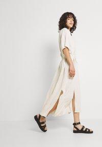 Weekday - CORINNA DRESS - Abito a camicia - beige - 4