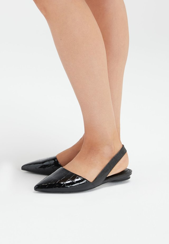 BLACK ASYMMETRIC POINT SLINGBACK SHOES - Slingback ballet pumps - black