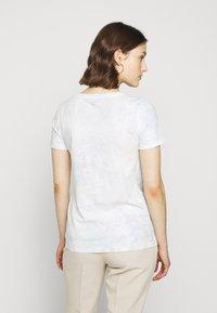 J.CREW - VINTAGE CREWNECK TIE DYE - Print T-shirt - blue/mint - 2