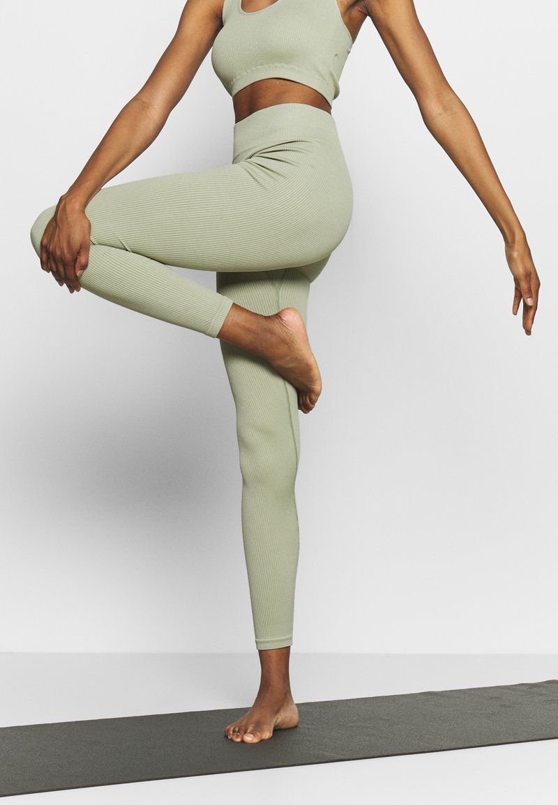 South Beach - SEAMLESS LEGGING - Medias - dessert sage