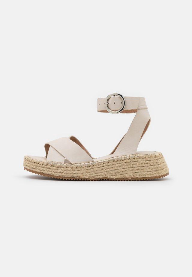 Sandalias con plataforma - offwhite