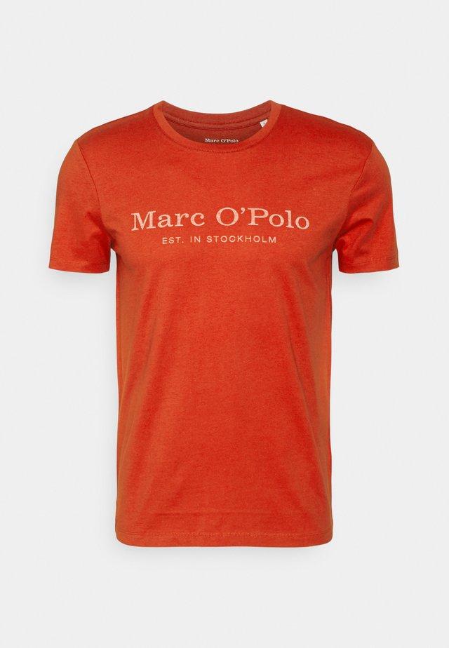 SHORT SLEEVE CLASSIC - Camiseta estampada - burnished red