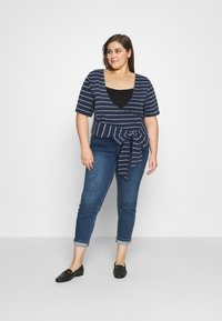 Tommy Jeans Curve - STRIPED WRAP - Print T-shirt - twilight navy/white - 1