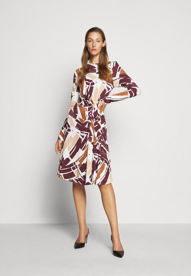 PRINTED DRESS - Vestito di maglina - white/brown