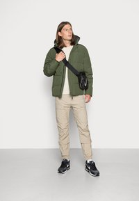 Vintage Industries - ZANDER JACKET - Winter jacket - drab - 1