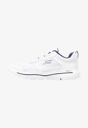 GO WALK EVOLUTION ULTRA ENHANCE - Neutrální běžecké boty - white