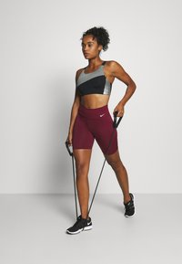 Nike Performance - LOGO BRA PAD - Sport BH - black/smoke grey/metallic silver - 1