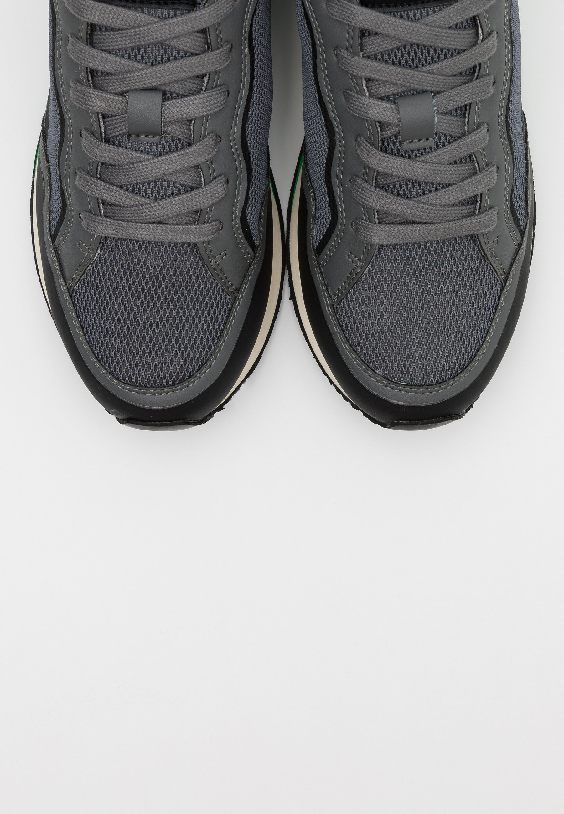 Guess GENOVA - Sneaker low - light grey/hellgrau - Herrenschuhe 2JrUu