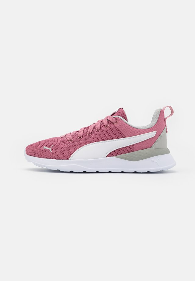 ANZARUN LITE UNISEX - Sports shoes - foxglove/white/gray violet