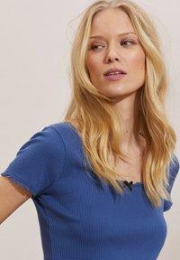 Odd Molly - MAGDA - Basic T-shirt - navy - 2