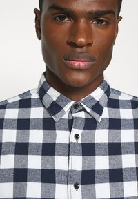Jack & Jones - JORJAN  - Shirt - cloud dancer - 4