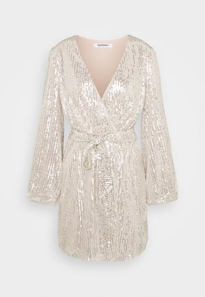 SEQUIN V NECK WRAP DRESS - Cocktailkjole - nude/silver