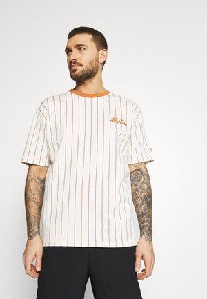 OVERSIZED PINSTRIPE TEE - Print T-shirt - white