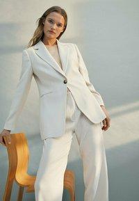 Massimo Dutti - Spodnie materiałowe - beige - 1