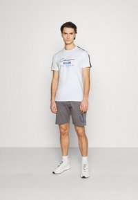 CLOSURE London - SCRIPT CITY TEE - Print T-shirt - white - 1