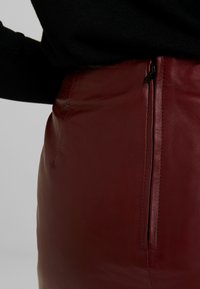 Selected Femme - SLFNINI SKIRT - Leather skirt - cabernet - 5